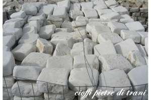 Cubetti in Pietra di Trani Anticata sp. cm. 4-6