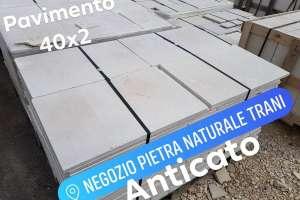 Pavimento anticato in Pietra di Trani sp. cm. 1,7