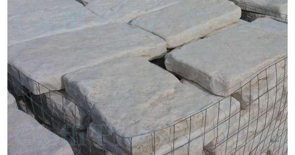 Piastrelle in pietra di trani anticata