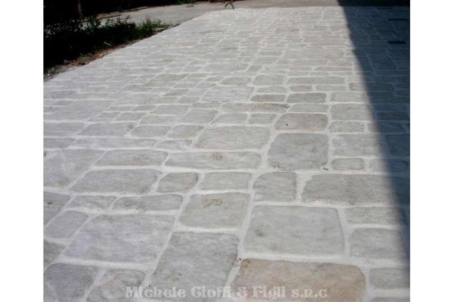 Pavimento In Pietra Di Trani : Piastrelle in pietra di trani anticata