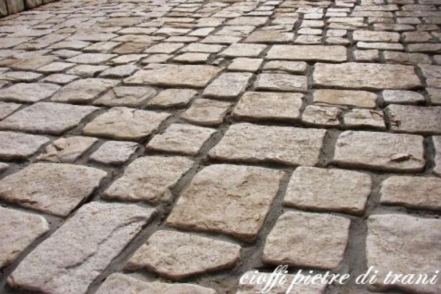 Piastrelle in pietra di trani anticata michele cioffi figli s n c le pietre di trani - Camminamento pietra giardino ...