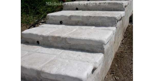 Piastrelle in pietra di trani anticata - Camminamento pietra giardino ...