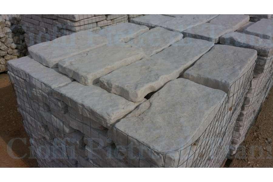 Piastrelle in pietra di trani anticata - Piastrelle di pietra per esterni ...