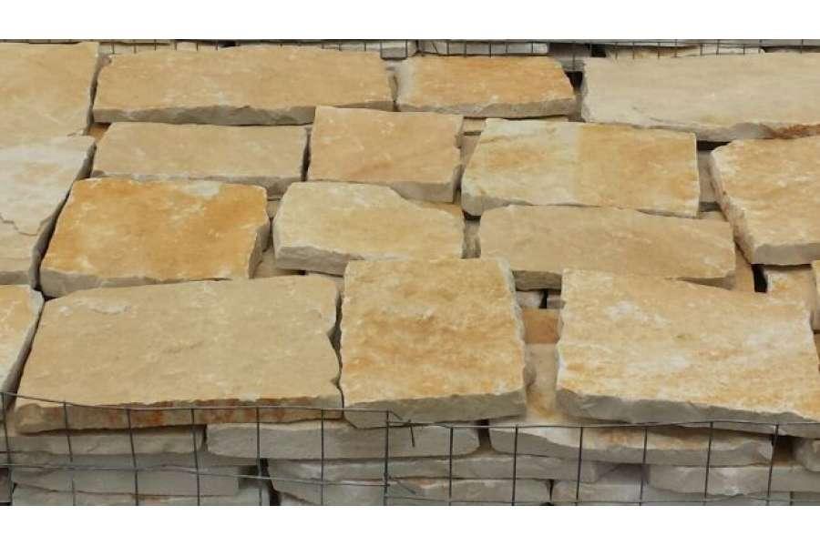 Piastrelle in pietra di trani tranciata michele cioffi - Piastrelle di pietra ...