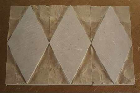 Scoppato in pietra di Trani Rombo cm. 15x30