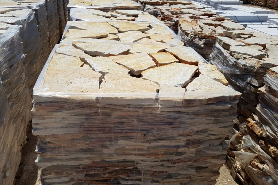 Scorza di trani classica da pavimento e rivestimento for Ciottoli di pietra bianca per giardino prezzo
