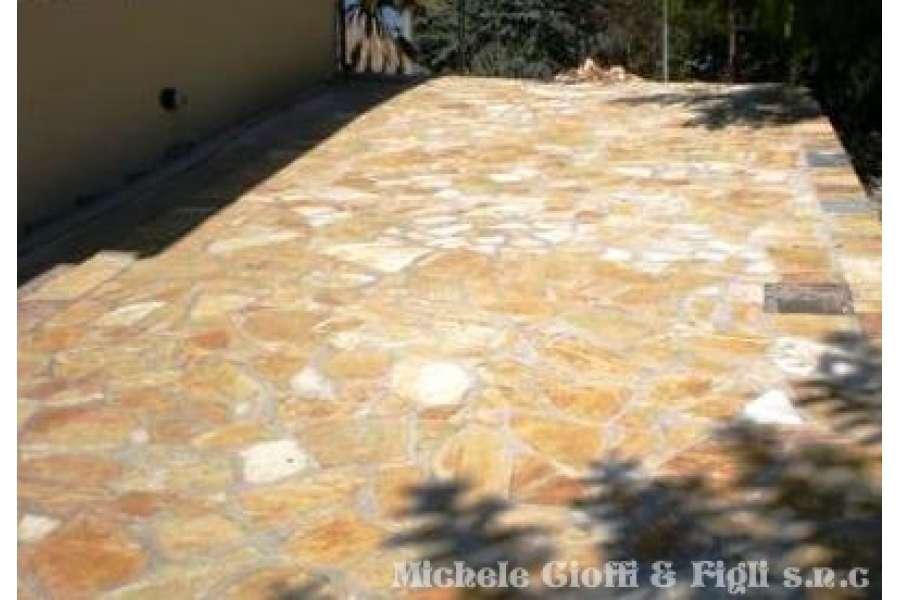 Pavimento In Pietra Di Trani : Scorza di trani classica da pavimento