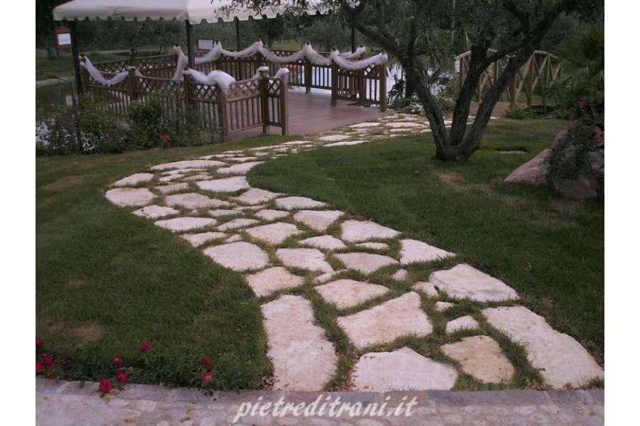 Scorza di trani gigante da pavimento lastroni michele for Pietre giardino