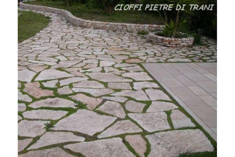 Pavimento In Pietra Di Trani : Scorza in pietra di trani a lastroni