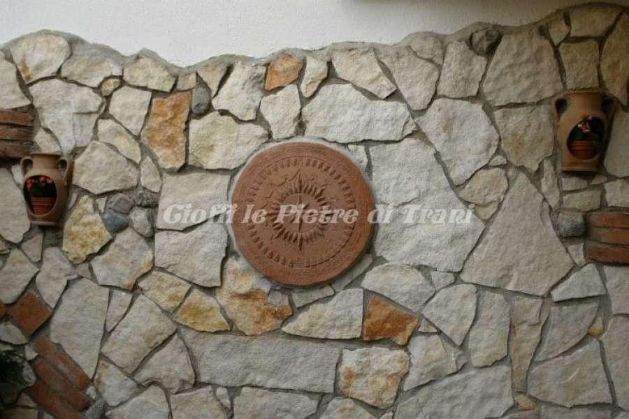 Pavimento In Pietra Di Trani : Scorza in pietra di trani retrosegata