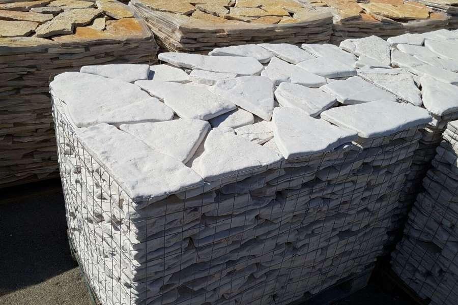 Scorza in pietra di trani anticata michele cioffi - Pietra per esterno prezzi ...